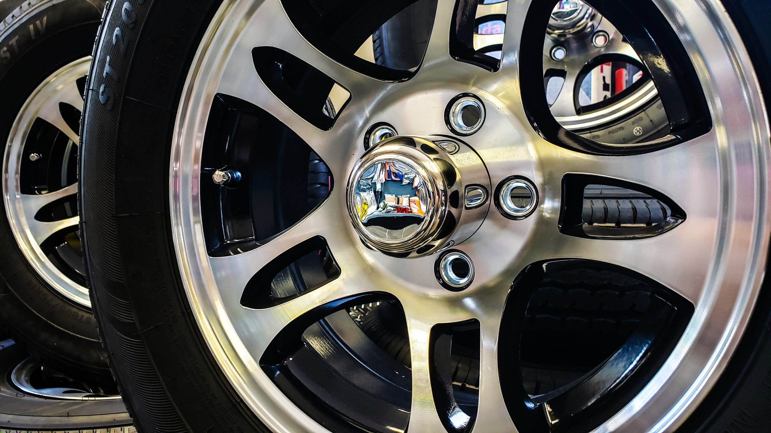Close up of alloy rim
