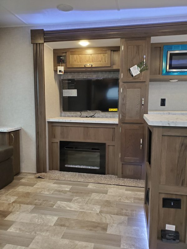 Wall TV and fireplace in the 2021 Della Terra MK292
